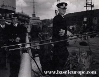 Adm. Harold Rainsford Stark coming ashore from a US Navy destroyer on the Derry Quay in June 1942